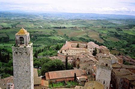 دیدنیهای ایتالیا,آسمان خراش قرون وسطی,بناهای قرون وسطی