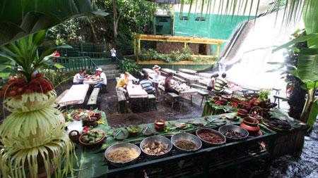 مکانهای دیدنی فیلیپین,رستوران آبشار ویلا اسکودرو,رستوران ویلا اسکودرو در فیلیپین