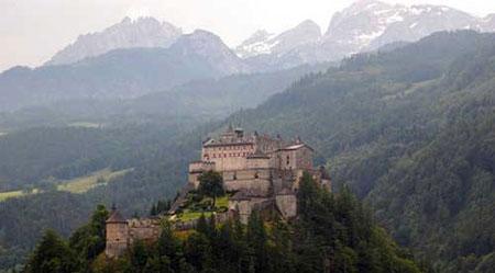 """جالبترین قلعه های دنیا,قلعه """"هوهن ورفن"""" در اتریش,ترسناک ترین قلعه های دنیا"""