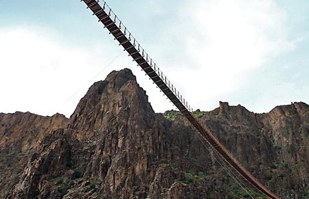 یکی از زیباترین پل ها معلق ایران در اردبیل