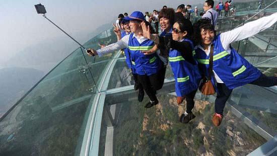 پلی که عبور از آن «جرات» می خواهد! + عکس
