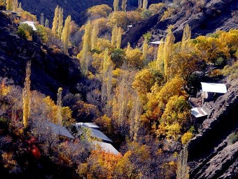 روستای واریان در همسایگی سد کرج