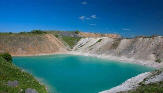دریاچه ای زیبا اما بسیار